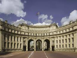 How Many Bathrooms In Buckingham Palace by London U0027s Most Expensive Flat Goes On Sale Near Buckingham Palace