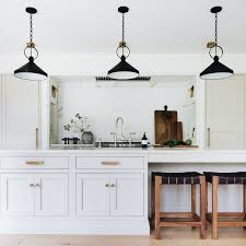 white kitchen cabinets what color hardware 5 classic kitchen combos cabinets hardware lighting