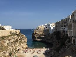 polignano a mare looks can be deceiving travellingpantaloni