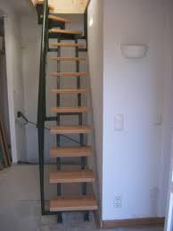 treppe zum dachboden treppen design