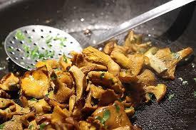 comment cuisiner des chanterelles comment cuisiner les chanterelles awesome les chignons caprices