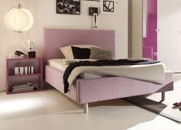 schlafzimmer in weiãÿ trendiges schlafzimmer in lila hochglanz aus italien modell