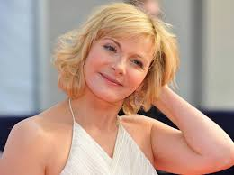 chic short haircuts for women over 50 chic short cut for older women over 50 kim cattrall s short