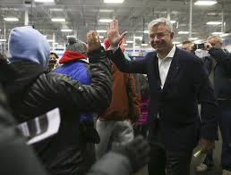 best buy thanksgiving 2014 deals best buy ceo hubert joly says company is u0027confident u0027 about future