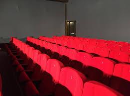 ufficio sta cinema dentro la multisala moderno a novi ligure stanno per tornare i
