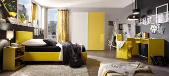 jugendzimmer schwarz wei modernes jugendzimmer in knallig gelbem hochglanz lack modell