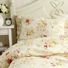 Floral Duvets Seven Floral Duvets To Camoflage All Of Your Disgusting Stains