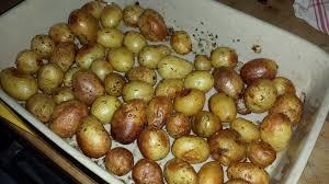 cuisiner pomme de terre grenaille pomme de terre grenailles au four pommes de terre de terre et pommes