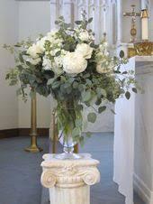 wedding altar flowers melani and matthew s pretty country wedding teas glass and summer