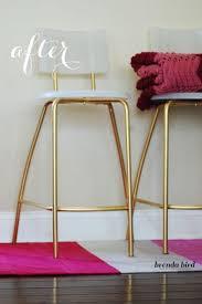chaise dor e de la peinture dorée sur ces chaises ikea et elles deviennent