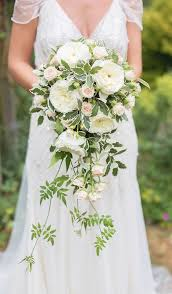white wedding bouquets 30 stunning cascading wedding bouquets deer pearl flowers