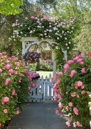 vorgarten gestalten weißer gartenzaun rosen farbe duft garten