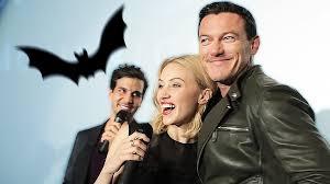 the social cast dracula untold cast bei der social movie night in berlin luke