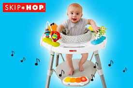 table d activité bébé avec siege table d activité bébé évolutive avec siège et 25 jeux d éveil skip hop