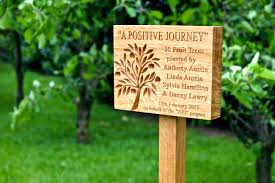 memorial plaques engraved tree memorial plaques makemesomethingspecial