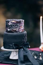 31 delicious and dramatic moody wedding cakes weddingomania