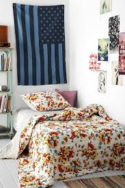 Bedspreads And Comforters Best 25 Floral Bedspread Ideas On Pinterest Bed Cover