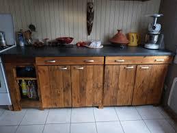 meuble plan de travail cuisine cuisine en palette avec plan de travail immitation béton mustang