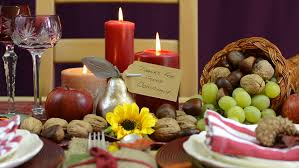 cornucopia centerpiece traditional thanksgiving table with place settings and cornucopia