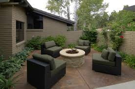 l shaped towhnome courtyards backyard landscape design charming courtyard landscaping ideas