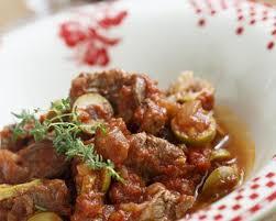 cuisiner des joues de boeuf recette daube de joues de boeuf aux olives vertes