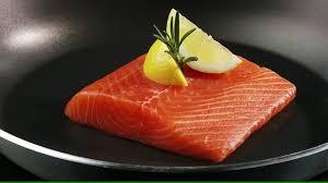cuisiner un filet de saumon filet de saumon tourner hd stock 712 828 673 framepool