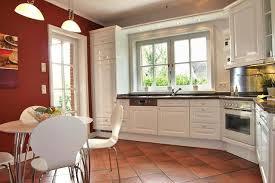 küche mit esstisch runder esstisch bilder ideen couchstyle