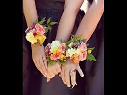 corsage flowers flower moxie diy how to make a wrist corsage