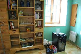 chambres d hotes beynac et cazenac wine cooler and bookshelves with area information picture of