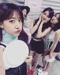 apink s chorong and naeun korean idols friends pinterest