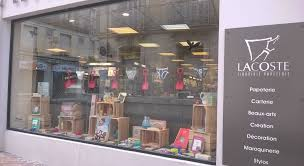 photograph of papeterie lacoste com nos vitrines de la rentrée librairie papeterie lacoste mont de