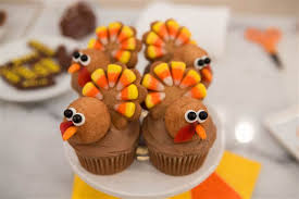 you will gobble up these adorable thanksgiving cupcakes today