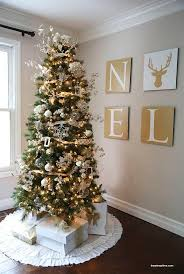 Christmas Tree Decorating Ideas Best 25 Gold Christmas Tree Ideas On Pinterest Christmas Tree