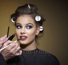 professional make up makeup classes are must to become professional makeup artist in