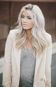Frisuren Lange Wei゚e Haare by Die Besten 25 Weißes Haar Ideen Auf Gewellter Bob
