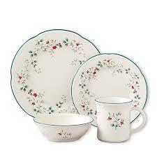 christmas dinnerware pfaltzgraff winterberry 16 dinnerware set