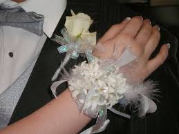 White Wrist Corsage Prom Flowers Our Favorite Flowers For Prom Hyacinth