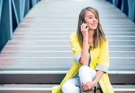femme de bureau personnes d affaires femme sur téléphone intelligent femme d