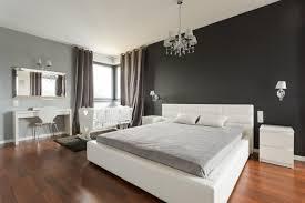 Schlafzimmer Harmonisch Einrichten Braune Wandfarbe Schlafzimmer Mit Gemütliche Innenarchitektur