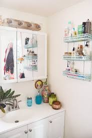 bathroom styling ideas 10 styling ideas for small rental bathrooms apartment therapy