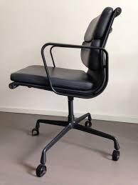 Eames Fiberglass Armchair Vintage Eames Fiberglass Armchair With Wire Base U0026 Seating Pad