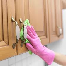 How To Clean Oak Kitchen Cabinets by Best 25 Cleaning Wood Cabinets Ideas On Pinterest Wood Cabinet