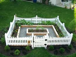 Fencing Ideas For Small Gardens Small Fenced Backyard Landscaping Best Modern Front Yard Ideas On