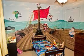 piratenzimmer wandgestaltung piratenschiff an der wand im kinderzimmer malen kinderzimmer
