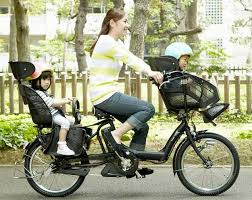 siège vélo é vélo cargo un vélo un adulte deux enfants
