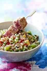 comment cuisiner le quinoa recettes recette quinoa aux herbes cuisine madame figaro