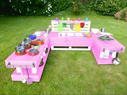 kinderk che holz rosa palettenmöbel kinderküche xl einfarbig aus holz für garten mit 3