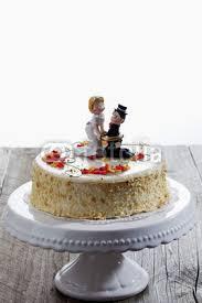 hochzeitstorte figuren gamesageddon weincreme torte mit verzierung hochzeitstorte