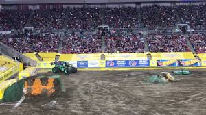 grave digger 30th anniversary monster truck monster jam freestyle grave digger flip 2017 youtube