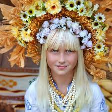 flower crowns ukrainian women bring back traditional floral crowns to show
